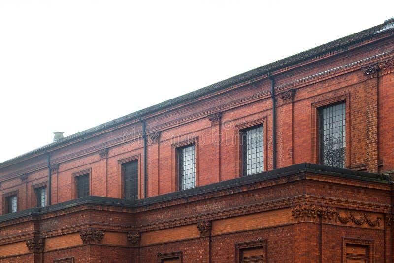 Arquitetura clássica da construção de tijolo vermelho foto de stock royalty free