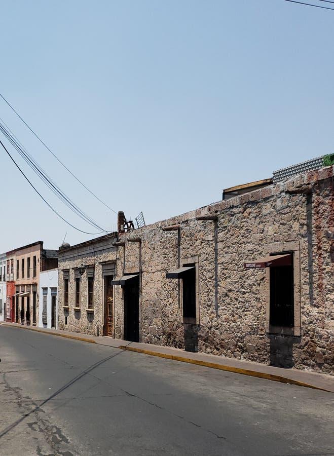 arquitetura colonial do estilo na cidade de Morelia, M?xico imagens de stock royalty free