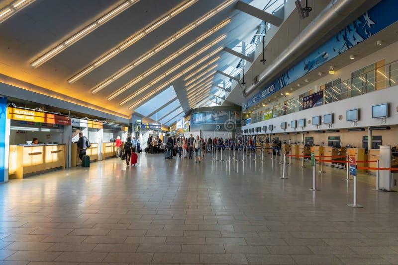Arquitetura da área da partida do aeroporto de Tallinn em Estônia foto de stock royalty free
