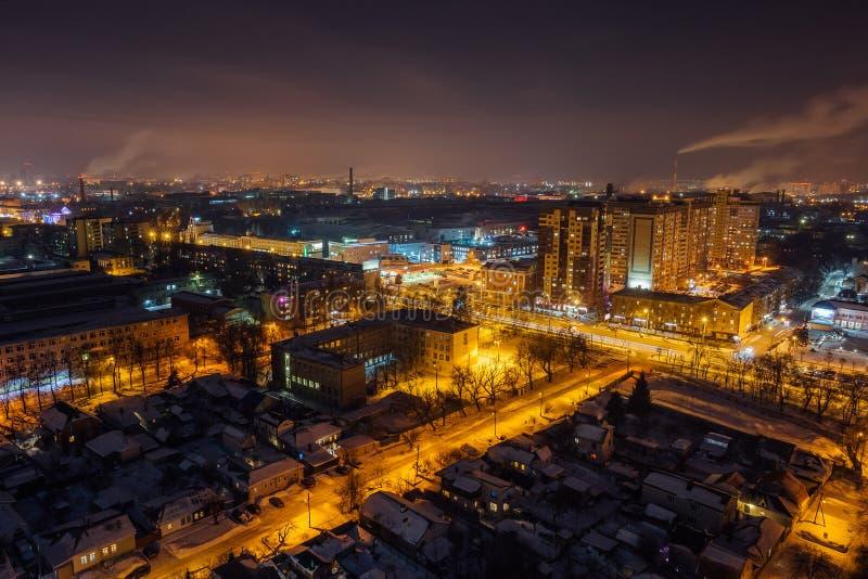 Arquitetura da cidade aérea de Voronezh da noite do telhado Área residencial fotografia de stock