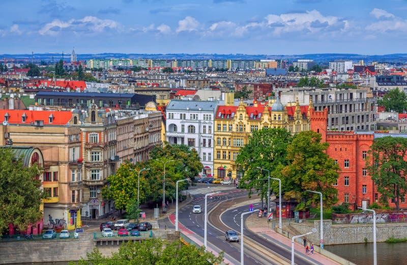Arquitetura da cidade aérea de Wroclaw com construções históricas e modernas velhas fotos de stock