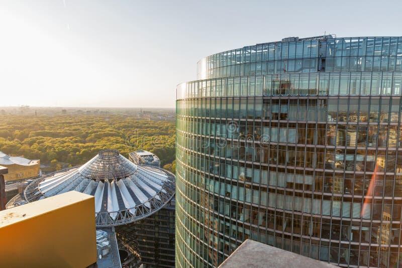 Arquitetura da cidade aérea da noite de Berlim, Alemanha fotos de stock royalty free