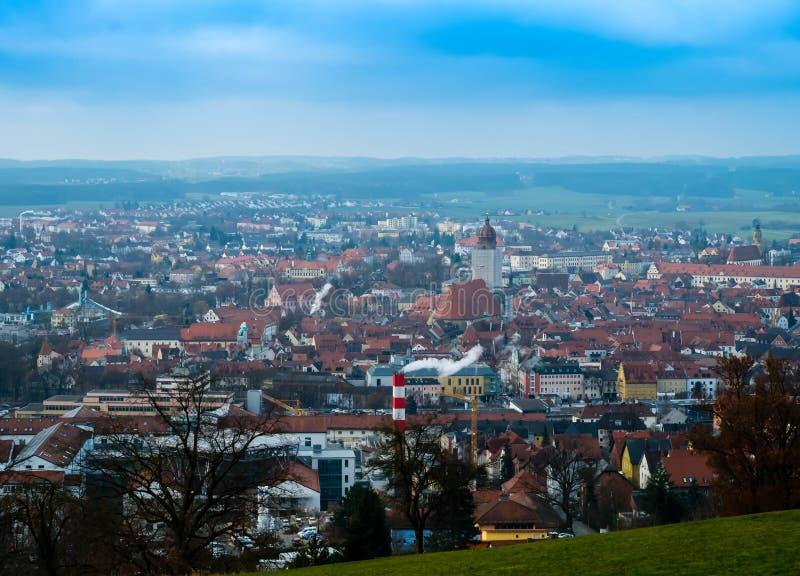 Arquitetura da cidade Amberg do panorama no bavaria Alemanha com céu azul imagem de stock royalty free
