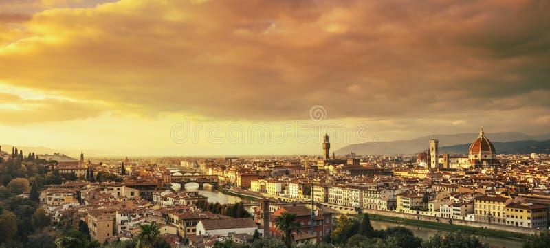 Arquitetura da cidade da antena do por do sol de Florença ou de Firenze Toscânia, Italy imagens de stock royalty free
