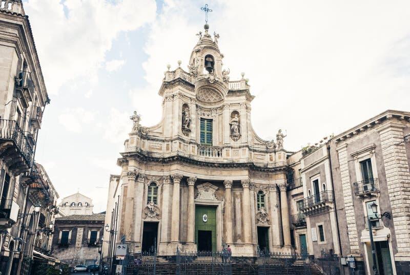 Arquitetura da cidade bonita de Itália, fachada da catedral velha Catania, Sicília, Itália, della Collegiata da basílica, igreja  fotos de stock
