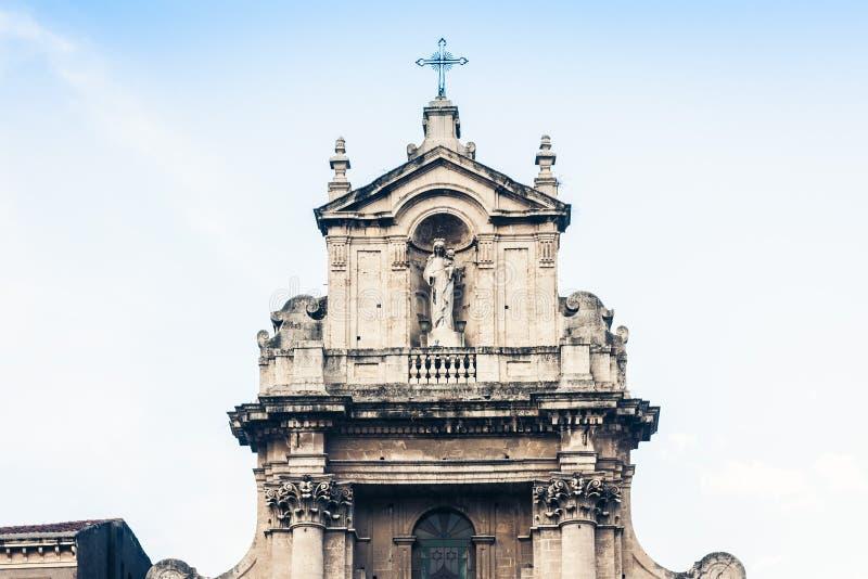 Arquitetura da cidade bonita de Itália, fachada da catedral velha Catania, Sicília, Itália, della Collegiata da basílica, igreja  imagem de stock royalty free