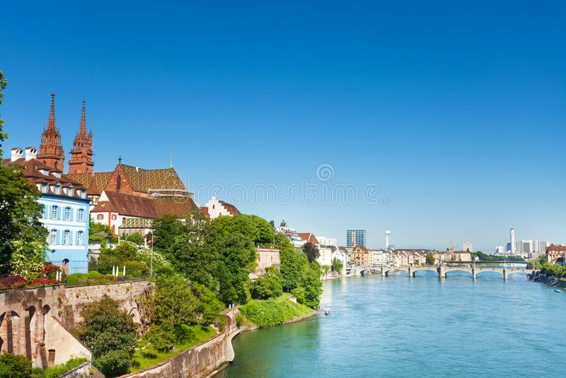 Arquitetura da cidade bonita do suíço Basileia no dia ensolarado fotos de stock royalty free