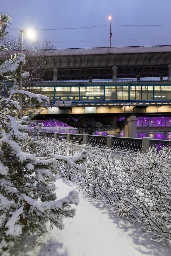 Arquitetura da cidade coberto de neve do inverno Moscovo, Rússia fotos de stock