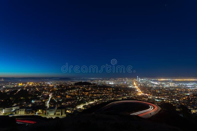 Arquitetura da cidade crepuscular fotos de stock
