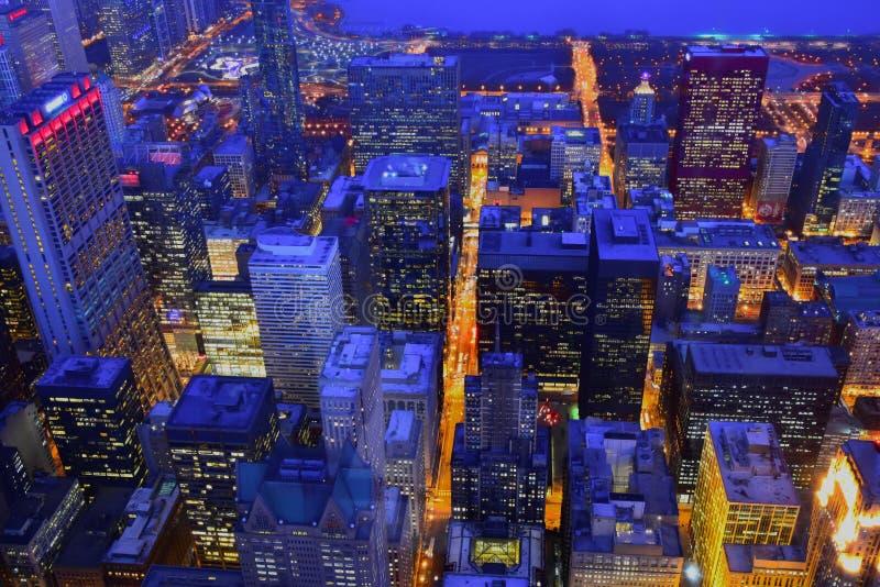 Arquitetura da cidade crepuscular do inverno de Chicago imagens de stock