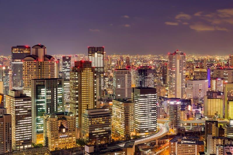 Arquitetura da cidade crepuscular do prédio de escritórios da cidade da noite imagens de stock royalty free