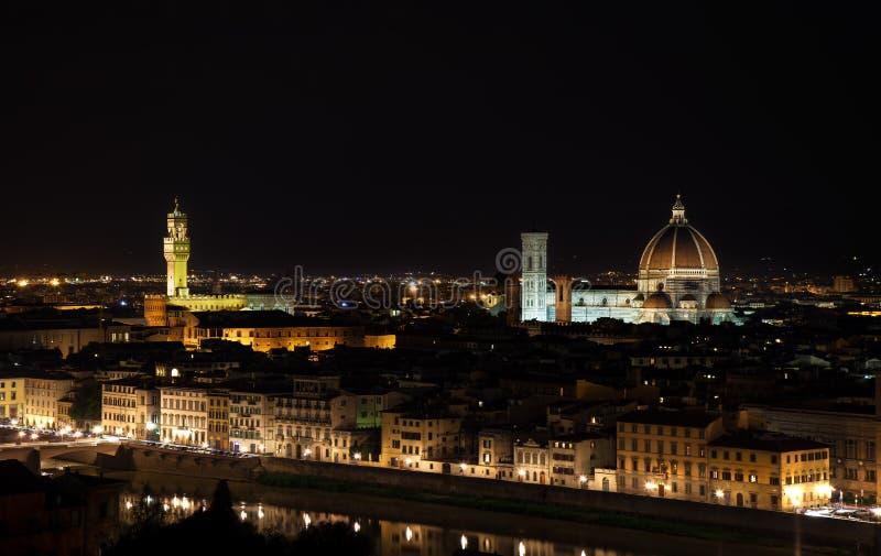 Arquitetura da cidade da antena da noite de Florença. Opinião do panorama do parque de Michelangelo imagens de stock royalty free