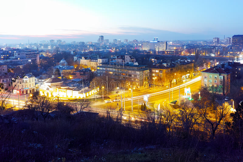 Download Arquitetura Da Cidade Da Noite Da Cidade De Plovdiv Do Monte Do Tepe De Nebet, Bulgária Imagem de Stock - Imagem de edifício, noite: 65578539