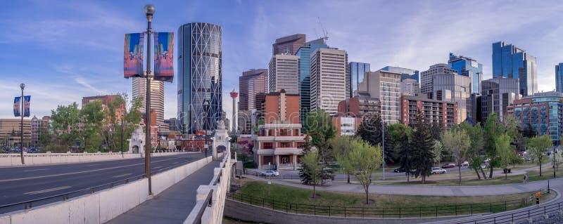 Arquitetura da cidade da noite de Calgary, Canadá imagens de stock