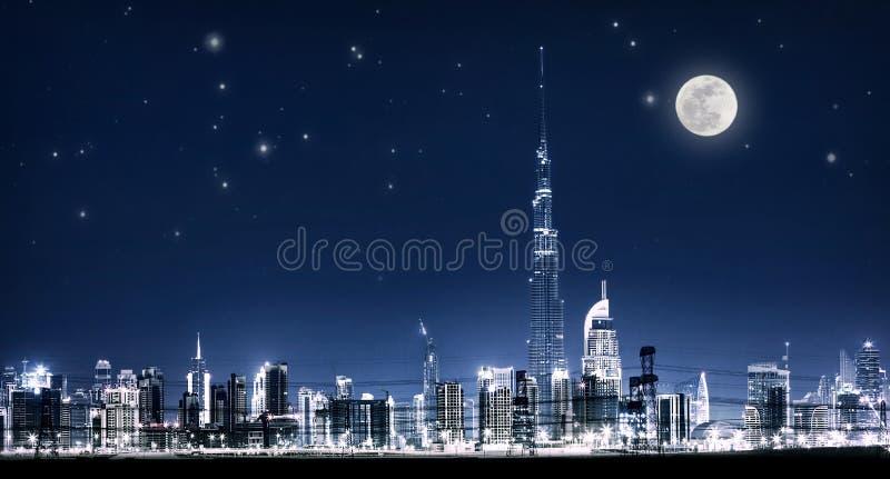 Arquitetura da cidade da noite de Dubai imagens de stock