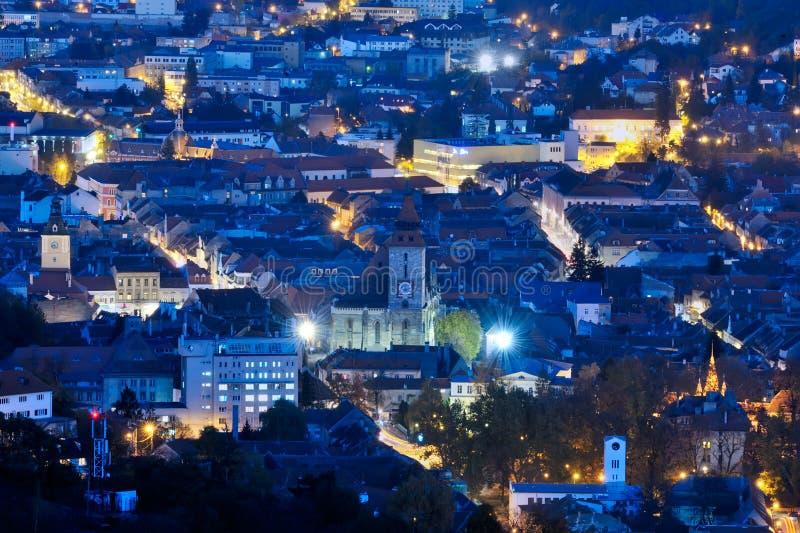 Arquitetura da cidade da opinião da noite com luzes da cidade fotografia de stock