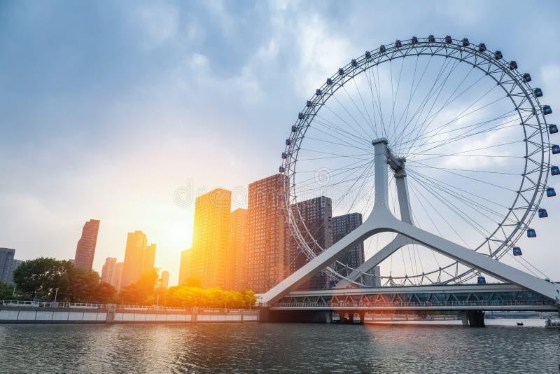 Arquitetura da cidade da roda de ferris de Tianjin imagens de stock