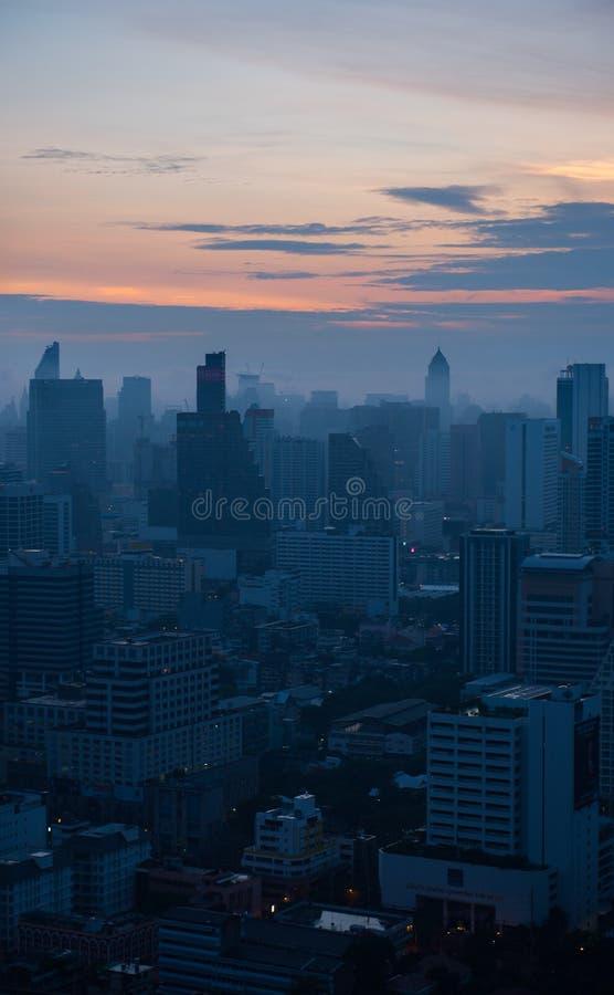 Arquitetura da cidade da zona do negócio em Banguecoque, Tailândia fotos de stock