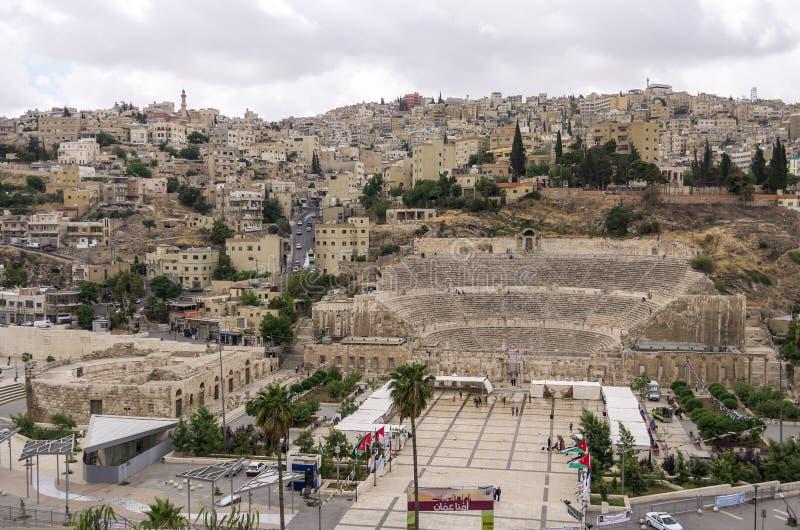 Arquitetura da cidade de Amman do centro com o anfiteatro romano da citadela fotos de stock