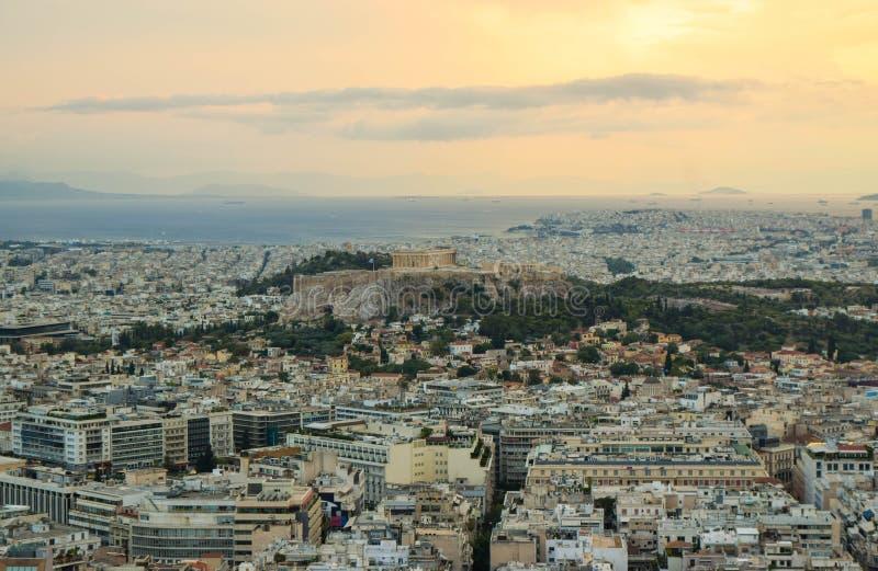 Arquitetura da cidade de Atenas no por do sol foto de stock royalty free