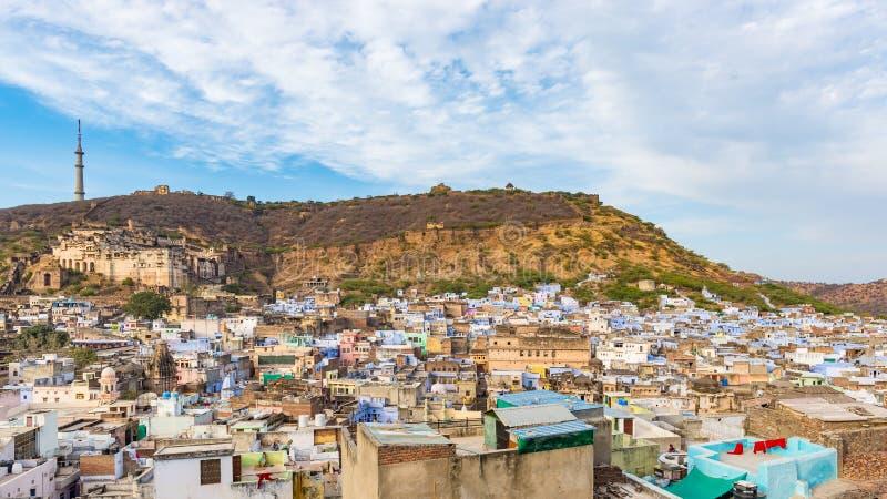 Arquitetura da cidade de Bundi, destino do curso em Rajasthan, Índia O forte majestoso empoleirou-se na inclinação de montanha qu fotos de stock royalty free