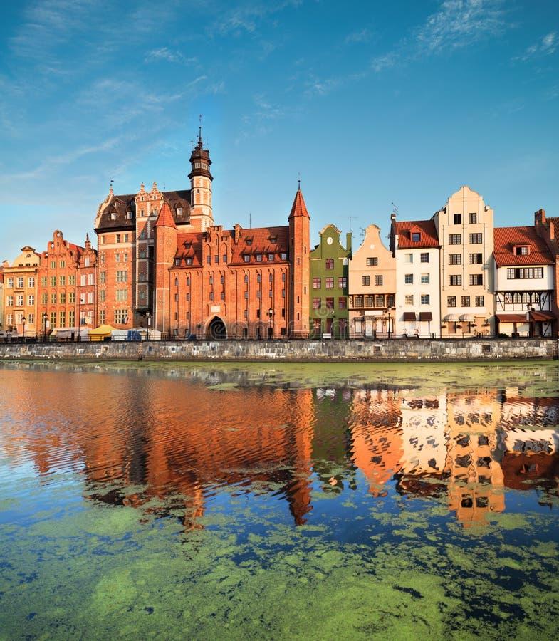 Arquitetura da cidade de Gdansk com reflexão fotos de stock royalty free