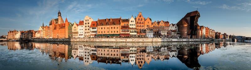 Arquitetura da cidade de Gdansk com reflexão foto de stock