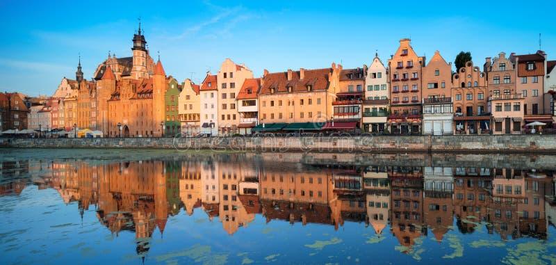 Arquitetura da cidade de Gdansk na manhã fotos de stock royalty free