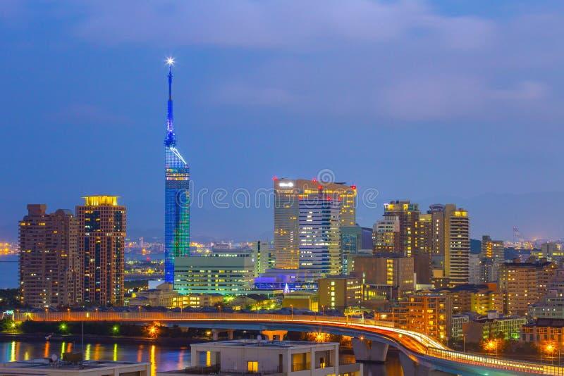 Arquitetura da cidade de Hakata na noite em Fukuoka, Japão fotografia de stock royalty free