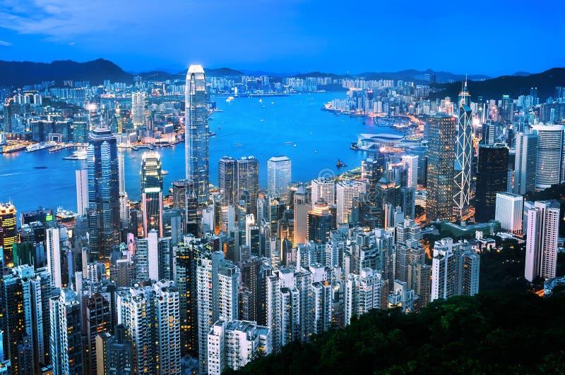 Arquitetura da cidade de Hong Kong no crepúsculo, visto da estrada de Lugard no pico imagens de stock royalty free