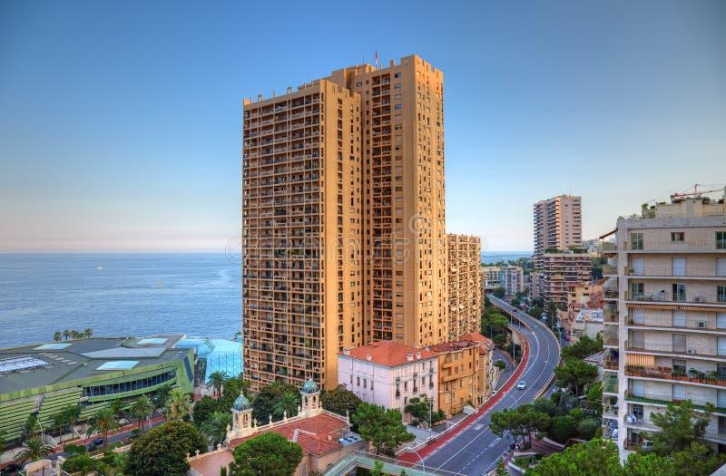 Arquitetura da cidade de Monte - de Carlo antes do por do sol foto de stock
