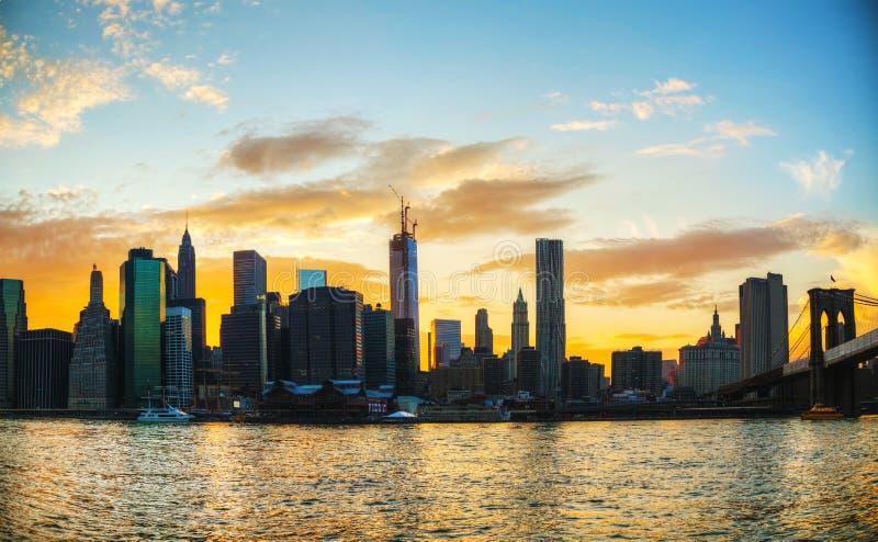 Arquitetura da cidade de New York City no por do sol fotografia de stock royalty free