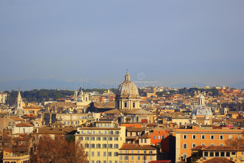 Arquitetura da cidade de Roma, Itália, uma vista do monte de Gianicolo Janiculum fotos de stock royalty free