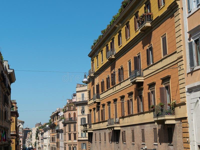 Arquitetura da cidade de ruas de Roma na manhã anual imagem de stock