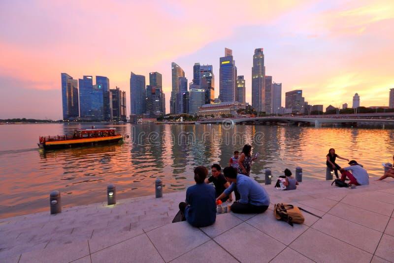 Arquitetura da cidade de Singapura na noite imagem de stock royalty free