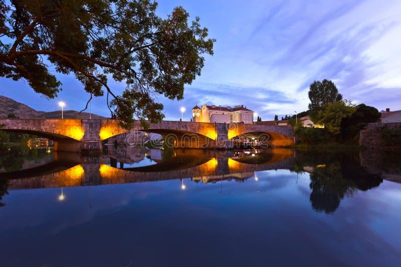 Arquitetura da cidade de Trebinje - de Bósnia e de Herzegovina imagens de stock royalty free
