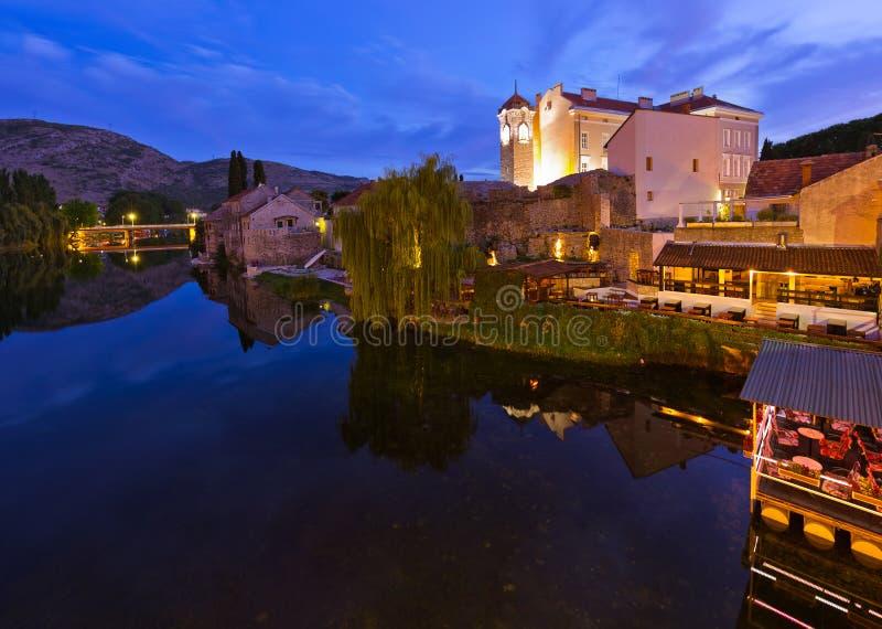 Arquitetura da cidade de Trebinje - de Bósnia e de Herzegovina fotos de stock
