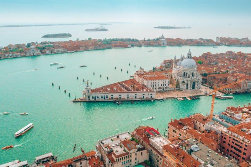 Arquitetura da cidade de Veneza com igreja de Santa Maria della Salute fotografia de stock royalty free