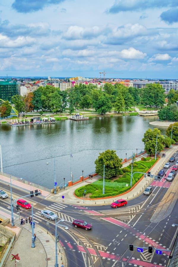 Arquitetura da cidade de Wroclaw com rio Odra fotografia de stock