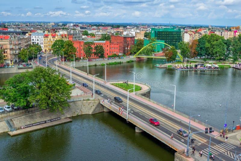 Arquitetura da cidade de Wroclaw com rio Odra foto de stock royalty free