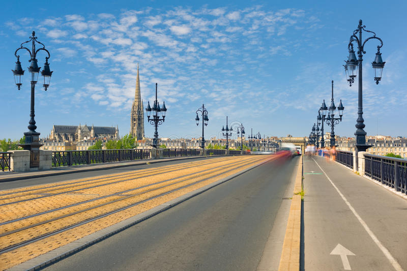 Arquitetura da cidade do Bordéus em um dia de verão imagem de stock royalty free