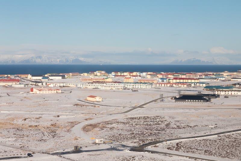 Arquitetura da cidade do centro, Islândia de Reykjavik da opinião aérea da estação do inverno fotografia de stock