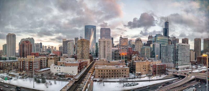 Arquitetura da cidade do inverno de Chicago Vizinhança ocidental do laço Ruas principais em Illinois, ruas em Chicago fotos de stock royalty free