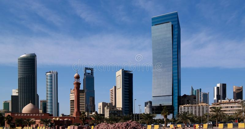 Arquitetura da cidade da Cidade do Kuwait sob o céu, Kuwait imagens de stock