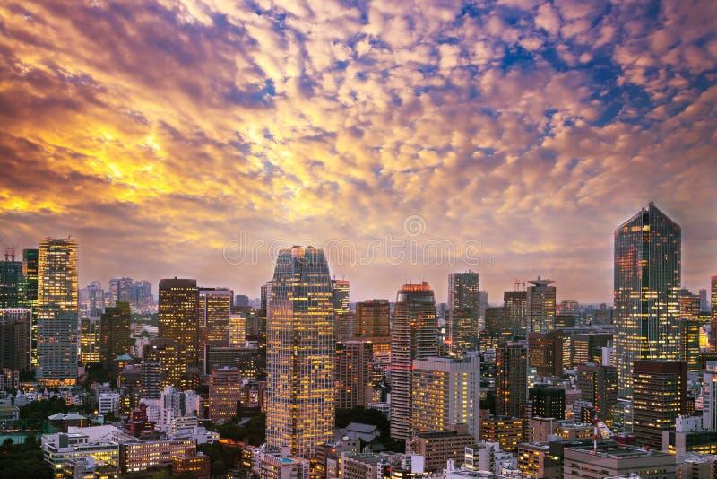 Arquitetura da cidade do Tóquio, opinião aérea do arranha-céus da cidade do buildi do escritório foto de stock