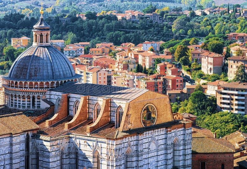 Arquitetura da cidade e abóbada de Siena Cathedral foto de stock