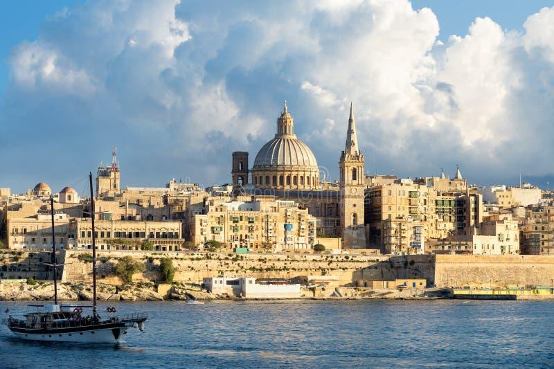 Arquitetura da cidade e porto de Marsamxett, Valletta, Malta imagem de stock