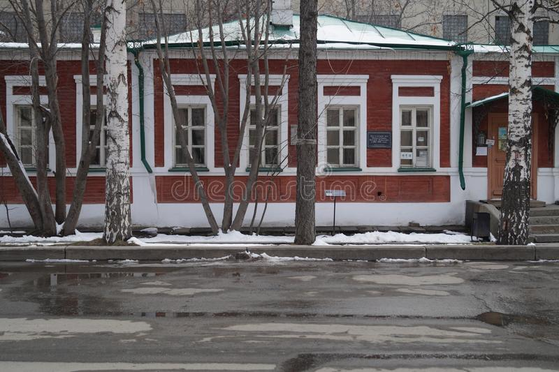 Arquitetura da cidade: fragmento da rua de Pushkin da casa 27 Casa do século XIX de Mamin-Sibiryak do escritor foto de stock