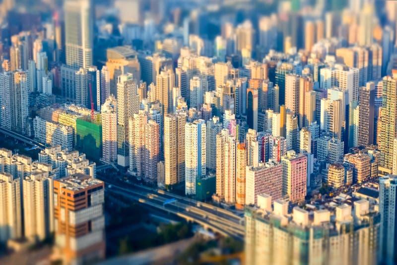 Arquitetura da cidade futurista abstrata Hon Kong Efeito do deslocamento da inclinação fotos de stock royalty free