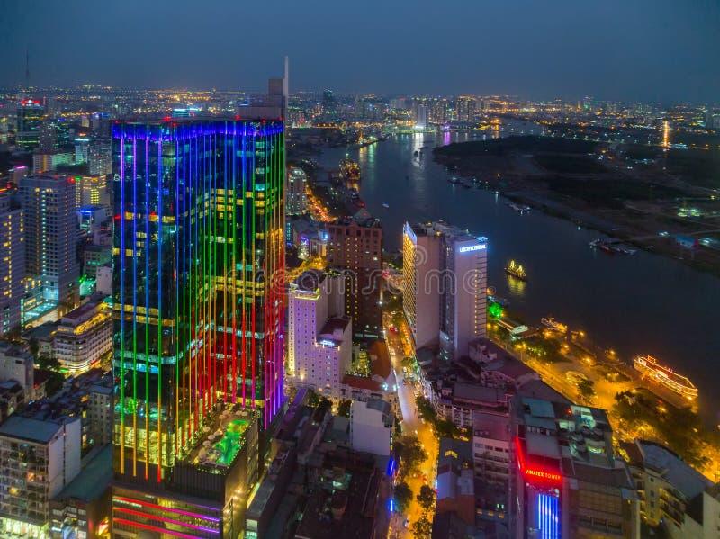 Arquitetura da cidade Ho Chi Minh City Vietnam Saigon da noite do centro imagens de stock